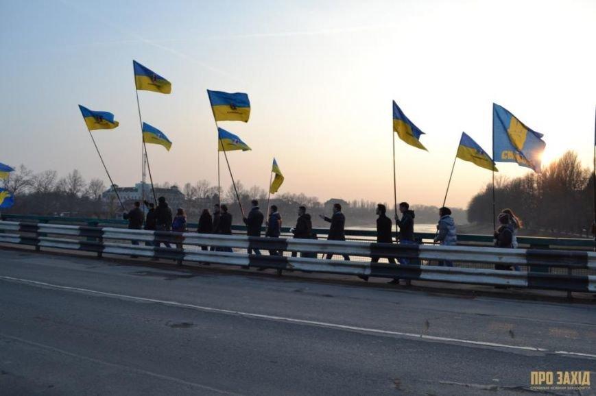 В Ужгороді вшанували героїв Небесної Сотні (ФОТОРЕПОРТАЖ) (фото) - фото 1