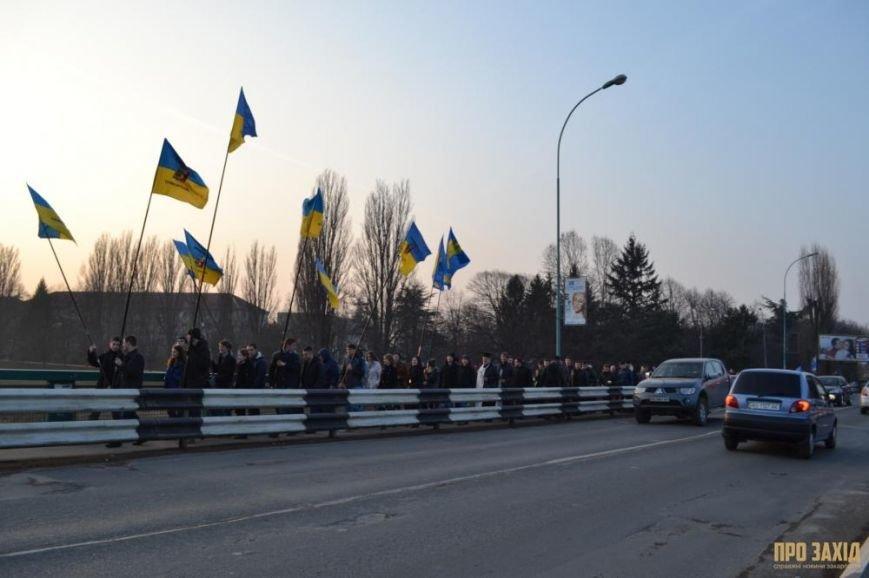 В Ужгороді вшанували героїв Небесної Сотні (ФОТОРЕПОРТАЖ) (фото) - фото 3