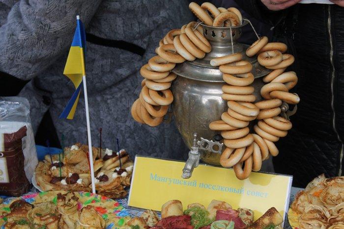 Под Мариуполем испекли карту Украины из 6 тысяч блинов (ФОТО), фото-3
