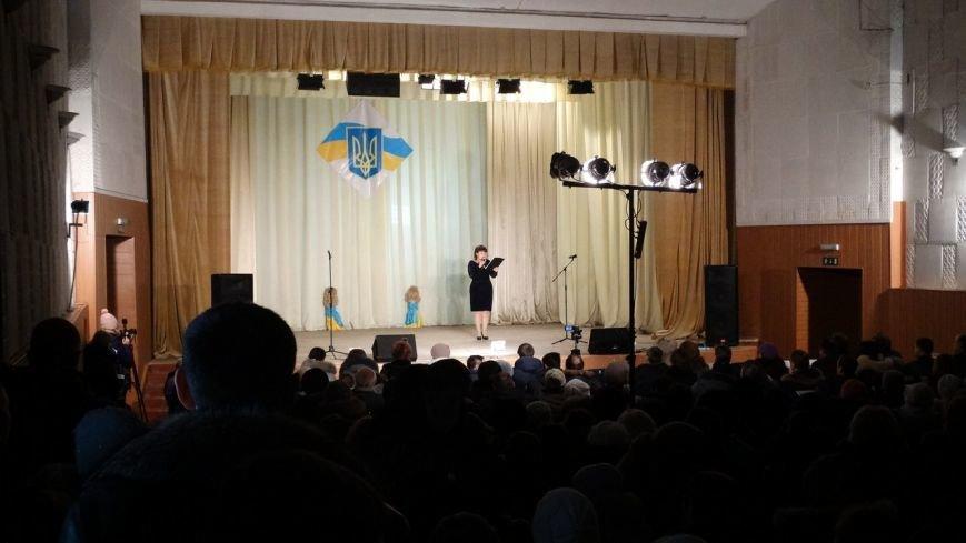 Под Мариуполем испекли карту Украины из 6 тысяч блинов (ФОТО) (фото) - фото 1