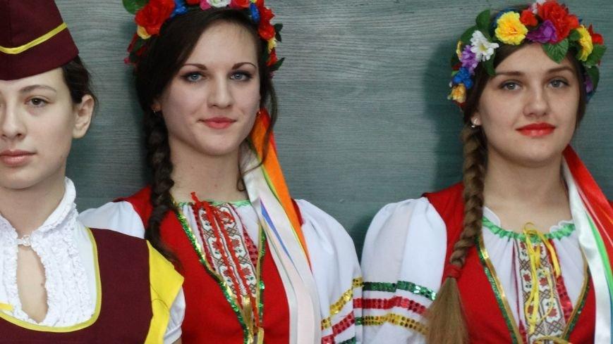 Под Мариуполем испекли карту Украины из 6 тысяч блинов (ФОТО), фото-18