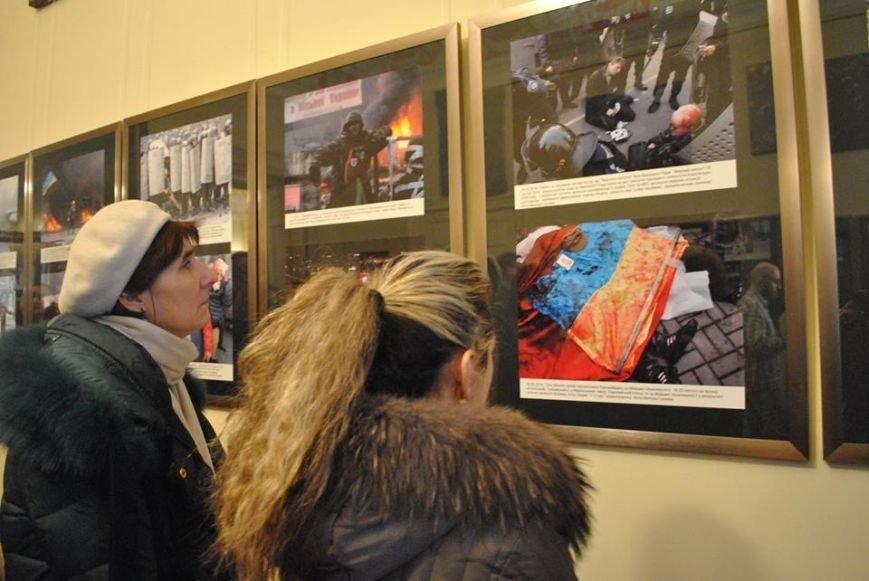 У Львові представили фотовиставку подій Революції Гідності (ФОТОРЕПОРТАЖ), фото-3