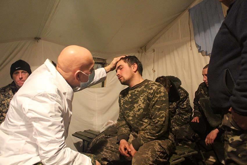 Життя на передовій: львівські медики в АТО розповіли, як приймають поранених після бою (ФОТО), фото-1