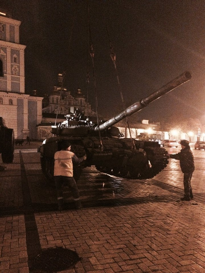 Ночью на Михайловскую площадь свозили российскую военную технику (ФОТО (фото) - фото 1