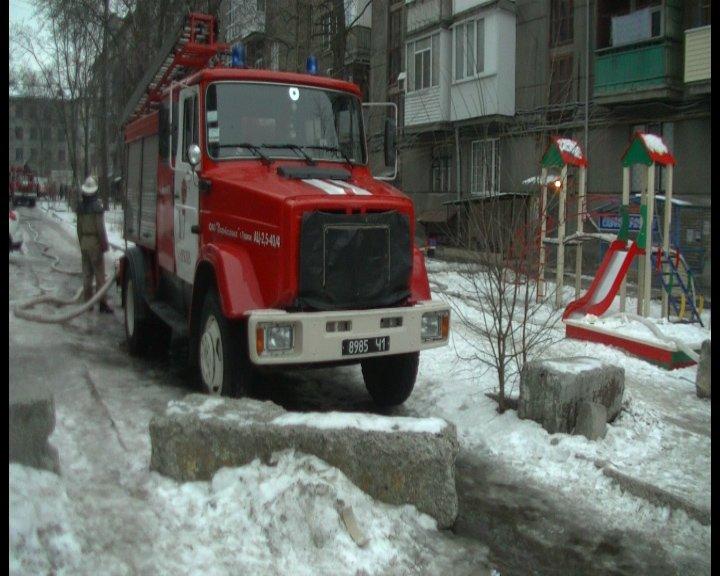 В центре Харькова сгорела полностью забитая мусором квартира: хозяйка погибла в огне (ФОТО+ВИДЕО), фото-2