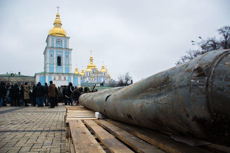 На Михайловской площади Турчинов открыл выставку российского вооружения, захваченного на Донбассе (ФОТО) (фото) - фото 1