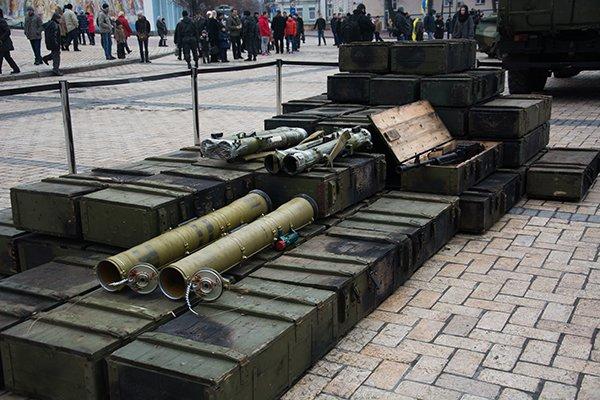 На Михайловской площади Турчинов открыл выставку российского вооружения, захваченного на Донбассе (ФОТО) (фото) - фото 2