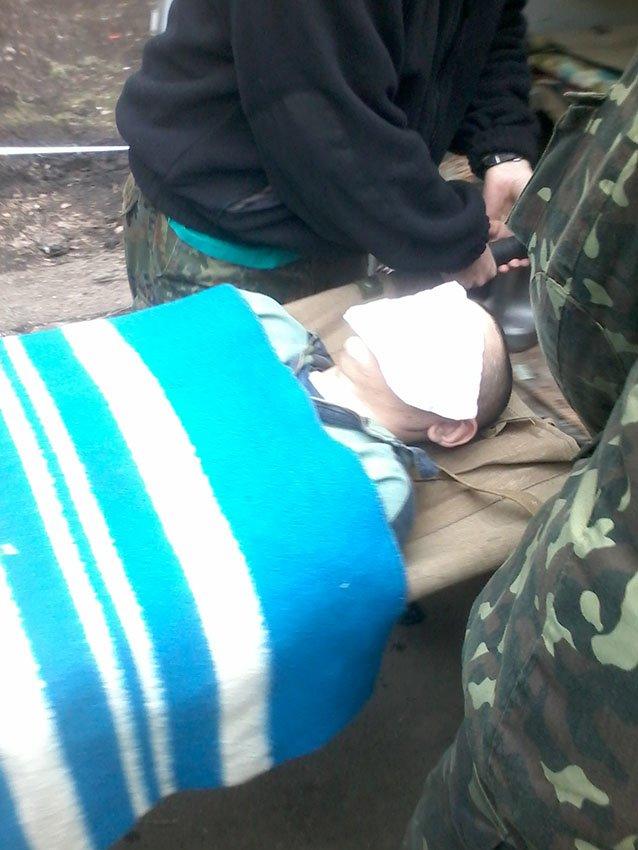 На передовій львівські медики рятують життя сепаратистам (ФОТО) (фото) - фото 1