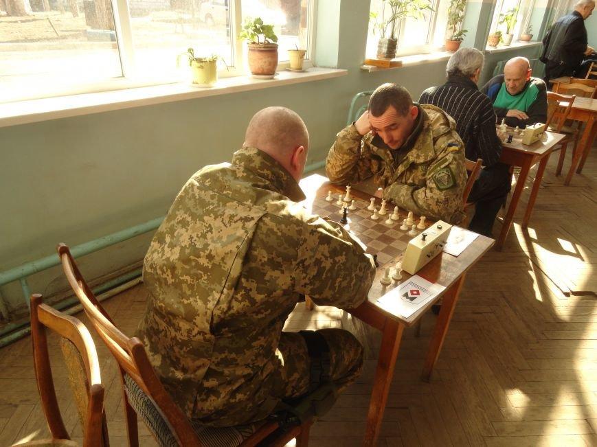 В центре Мариуполя начались сражения ВСУ на шахматных полях (ФОТО) (фото) - фото 1