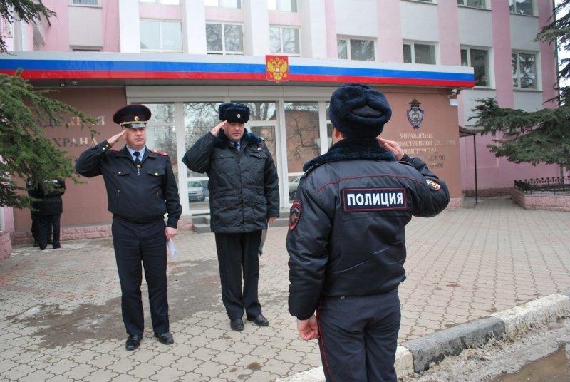 Крымские правоохранителям вручили 10 новых автомобилей (фото) - фото 1