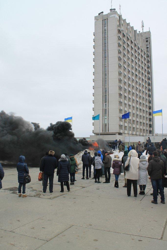 В Сумах на костре из покрышек сожгли чучело Путина (ФОТО+ВИДЕО) (фото) - фото 1