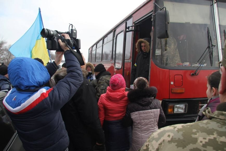 «Спасибо, что живы! Мы помним Иловайск» - криворожане встречали своих героев (ФОТО), фото-24