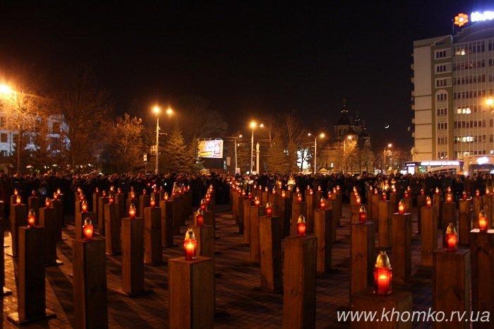Герої не вмирають: вечір пам'яті Нероїв Небесної Сотні у Рівному (фото) - фото 1