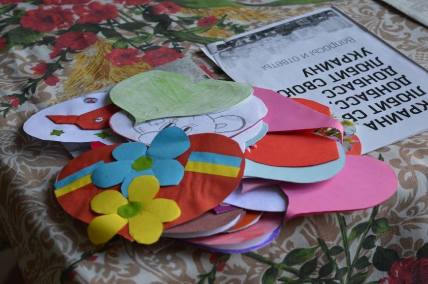 В Артемовске студенты подарили бойцам «валентинки», фото-3