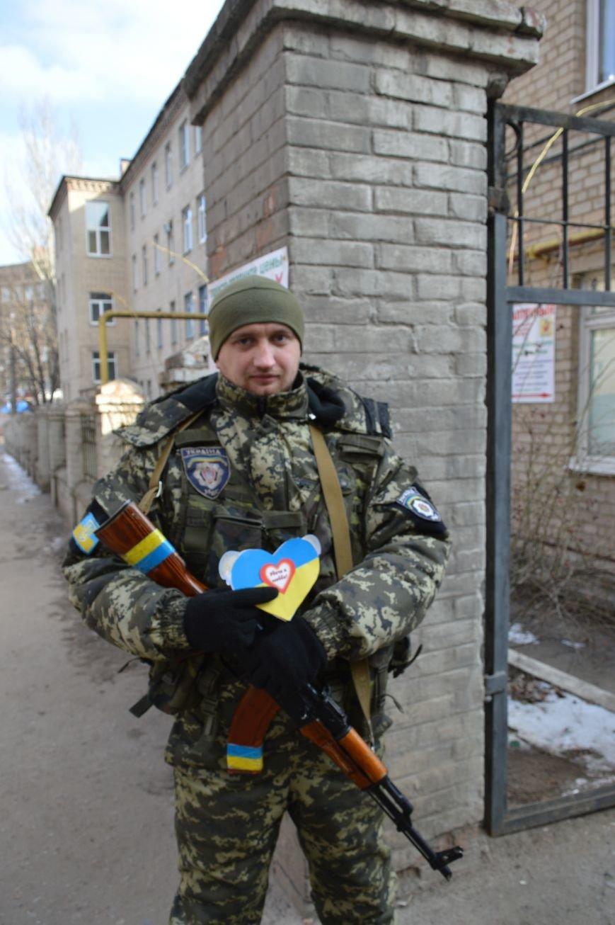 В Артемовске студенты подарили бойцам «валентинки», фото-2