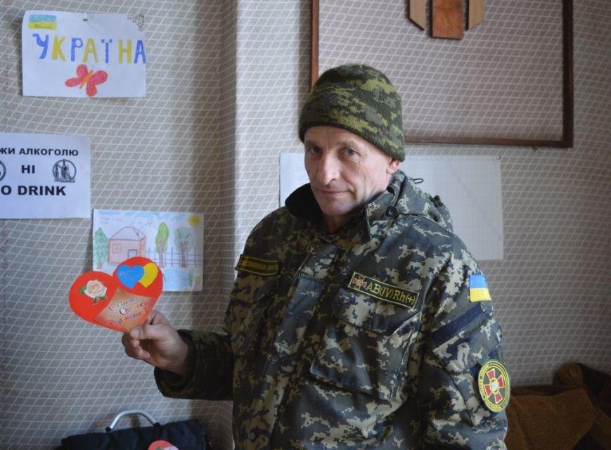 В Артемовске студенты подарили бойцам «валентинки», фото-1