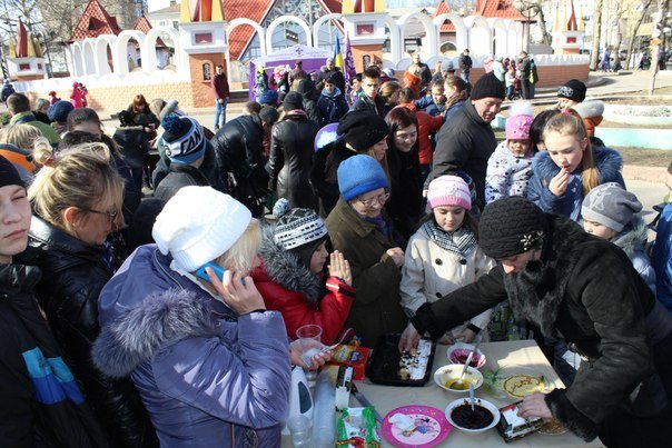 В николаевской «Сказке» детей одаривали блинами (ФОТО) (фото) - фото 1
