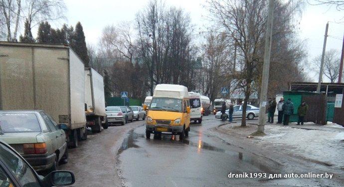 Очевидец: в Витебске водитель маршрутки сбил старушку на пешеходном переходе возле церкви (фото) - фото 1