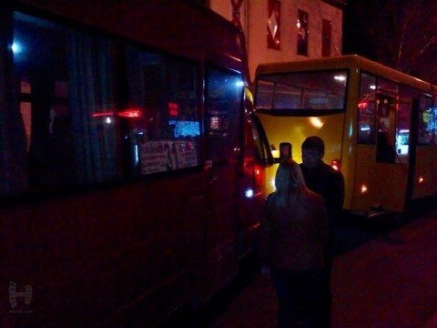 В Николаеве пьяная девушка побила окна в маршрутке (ФОТО) (фото) - фото 1