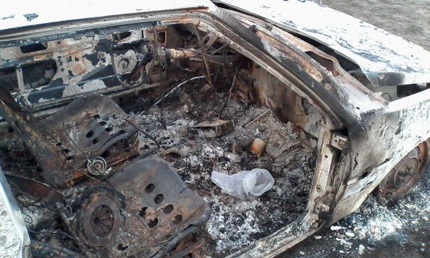 В Днепродзержинске сгорела «Таврия», фото-3