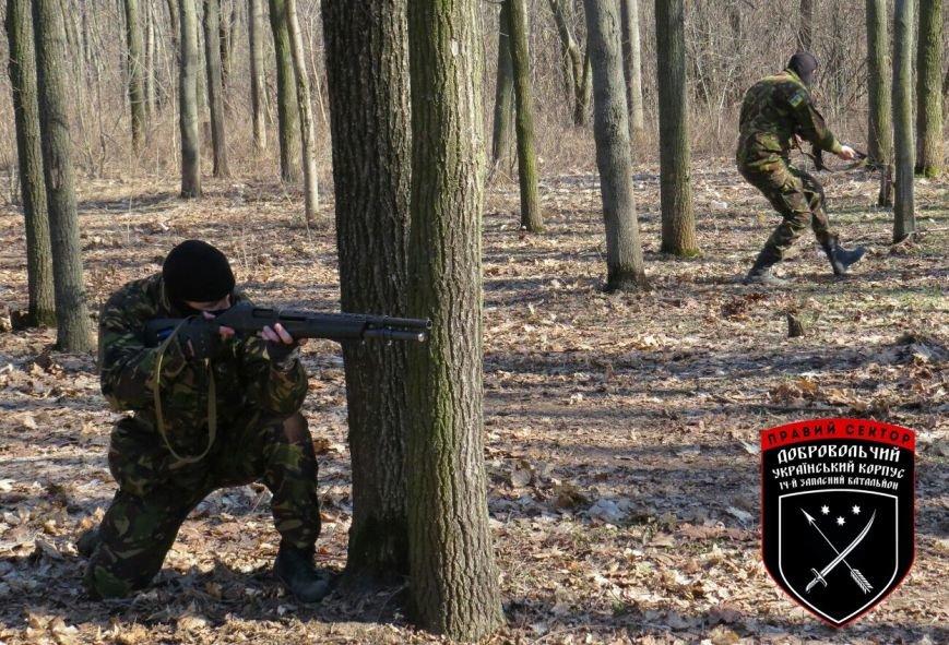 «Правый сектор» организовал для криворожан изучение основ начальной военной подготовки (ФОТО) (фото) - фото 1