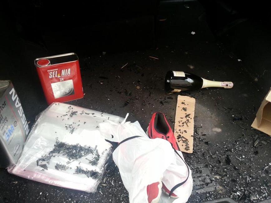 Одесскому активисту автоворы разбили машину и почти ничего не взяли (ФОТО) (фото) - фото 1