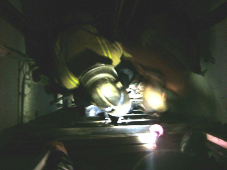 В Светловодске 13-летний мальчик травмировал ногу катаясь на крыше лифта (фото) - фото 1