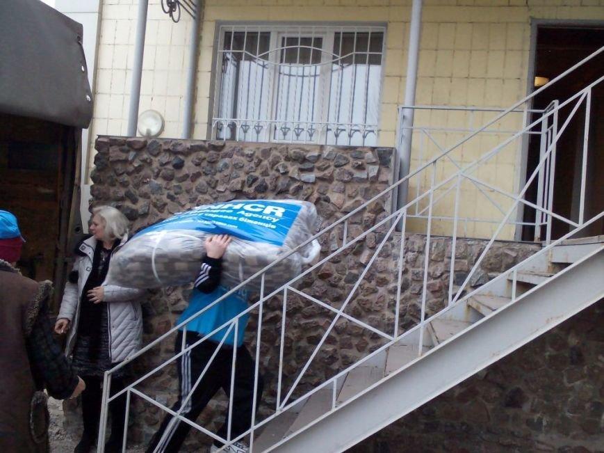 Переселенцы в Донецке и Макеевке получили помощь от УВКБ ООН (фото) - фото 1