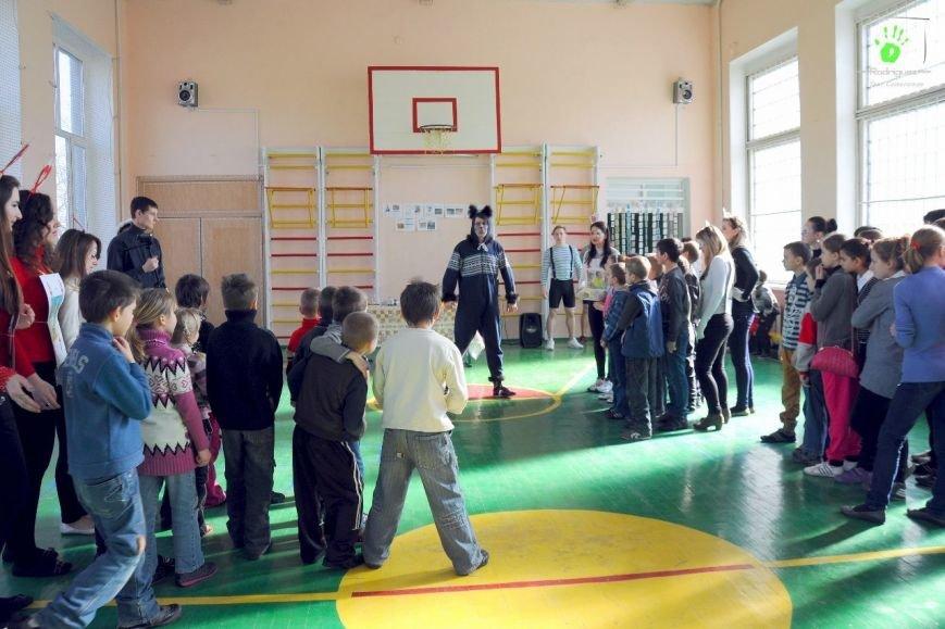 ФОТОРЕПОРТАЖ: В Запорожье волонтеры «AngelS» подарили воспитанникам интерната квест «Алиса чудес» (фото) - фото 3