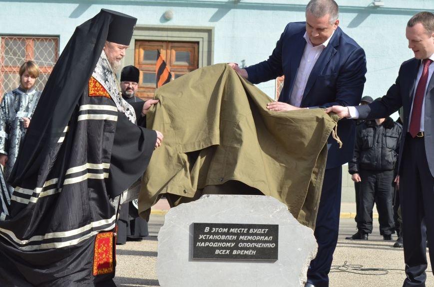 В Симферополе заложили памятный камень на месте памятника ополченцам всех времен (ФОТО), фото-1