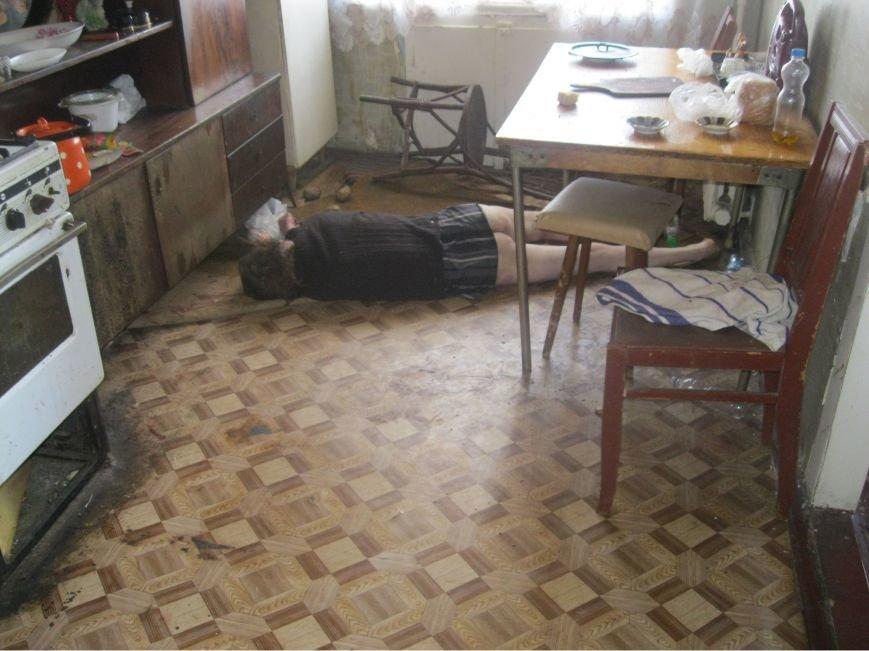 Воскресным утром жительница Днепродзержинска обнаружила возле себя труп незнакомого мужчины (фото) - фото 4