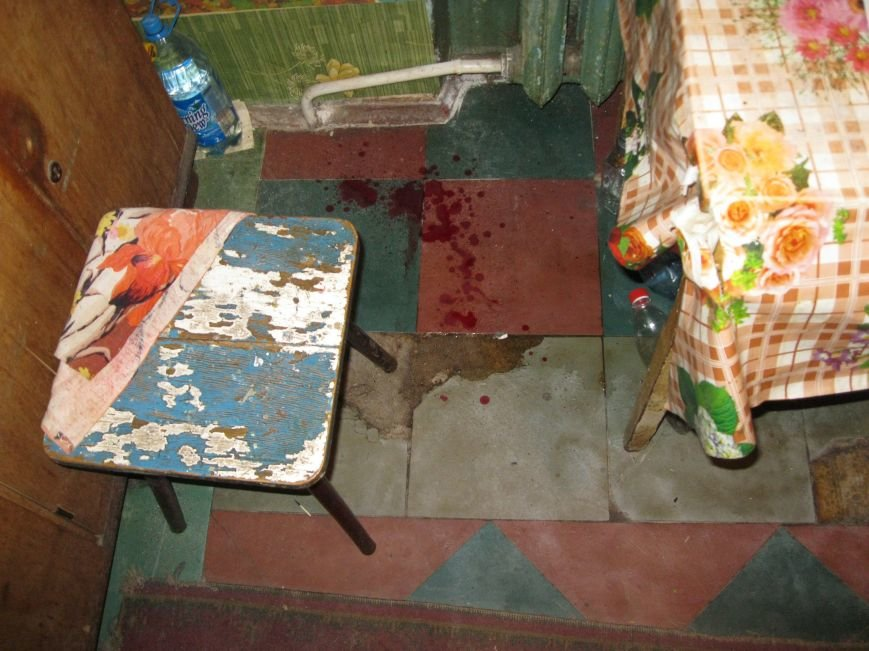 Воскресным утром жительница Днепродзержинска обнаружила возле себя труп незнакомого мужчины, фото-5