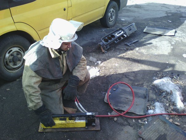 Днепродзержинские спасатели тренировались в ликвидации последствий ДТП (фото) - фото 1