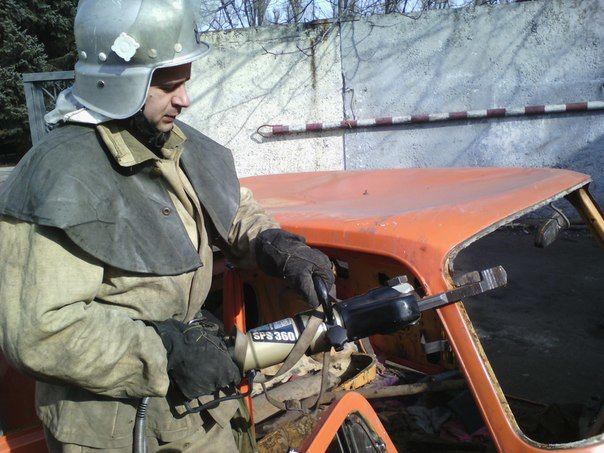 Днепродзержинские спасатели тренировались в ликвидации последствий ДТП (фото) - фото 2