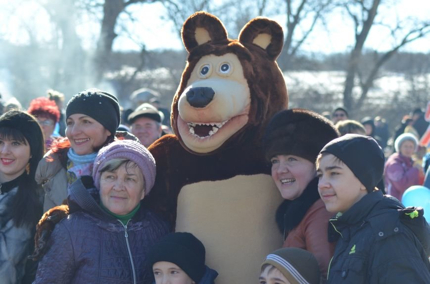 ФОТОРЕПОРТАЖ: Крымчан накормили огромным российским флагом из блинов (+ ВИДЕО), фото-2