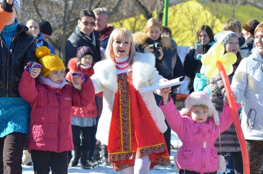 ФОТОРЕПОРТАЖ: Крымчан накормили огромным российским флагом из блинов (+ ВИДЕО), фото-1