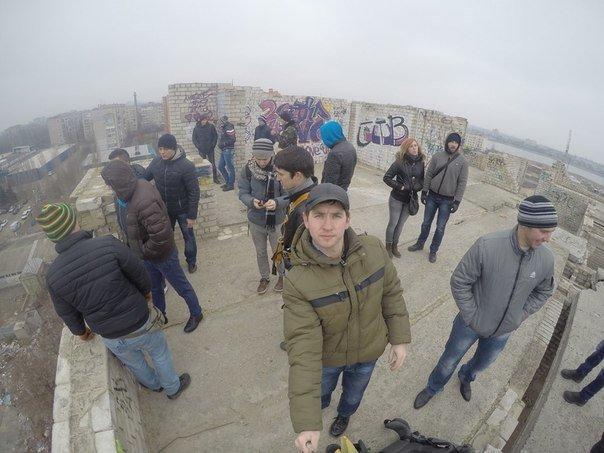В поиске адреналина: молодежь из Николаева прыгнула с огромного «недостроя» (ФОТО, ВИДЕО) (фото) - фото 1
