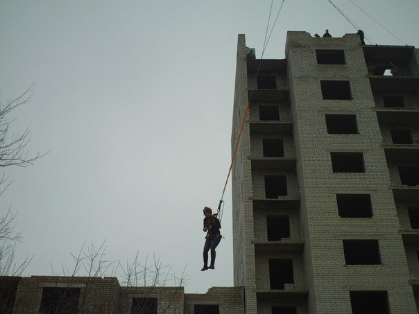 В поиске адреналина: молодежь из Николаева прыгнула с огромного «недостроя» (ФОТО, ВИДЕО) (фото) - фото 3