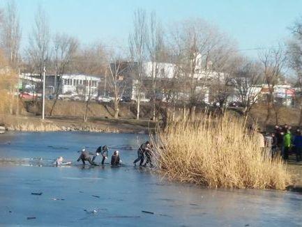 В Запорожской «Дубовке» подростки провалились под лед (ФОТО, ВИДЕО) (фото) - фото 3