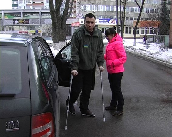 Раненый в зоне АТО милиционер вернулся после лечения в Прибалтике на Сумщину (ФОТО) (фото) - фото 1