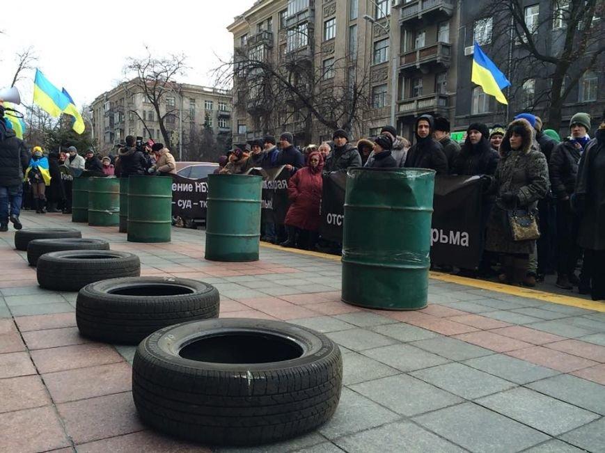 В Киеве активисты Финансового Майдана принесли под СБУ шины (ФОТО) (фото) - фото 1
