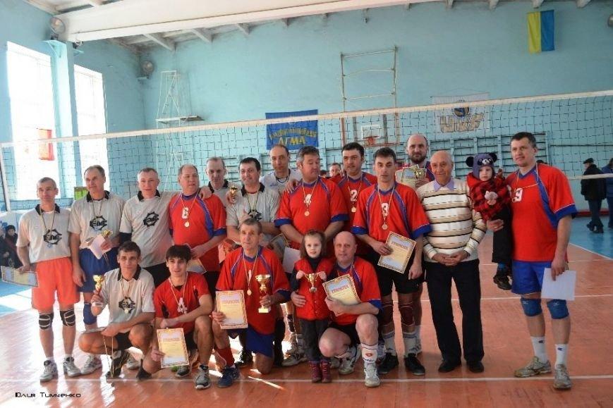 В Краматорске «Колхозный рынок» и «Родинское» лучше всех играют в волейбол (фото) - фото 1
