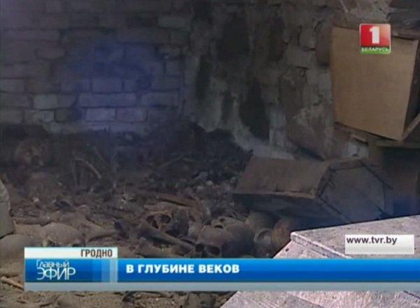 Подземелья Фарного костела: тайные ходы, подземный дворец Радзивиллов и 400-летний склеп монахов ордена иезуитов (фото) - фото 1