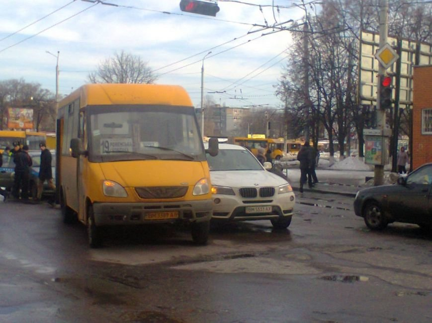 В Сумах маршрутка не поделила дорогу с «БМВ» (ФОТО) (фото) - фото 1
