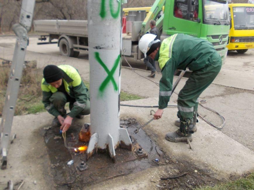 В Симферополе снесли два билборда по требованию прокуратуры (ФОТО) (фото) - фото 1