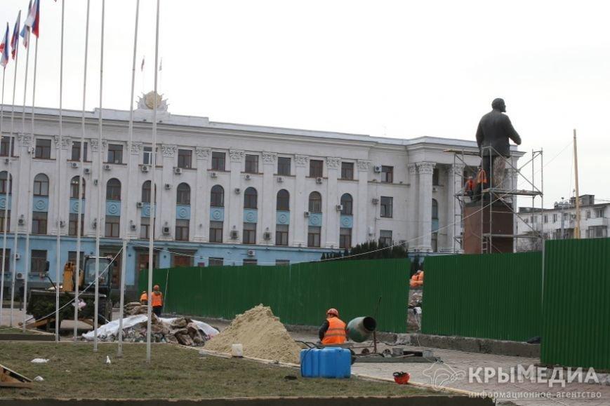 ФОТОФАКТ: В центре Симферополя приводят в порядок памятник Ленину (фото) - фото 3