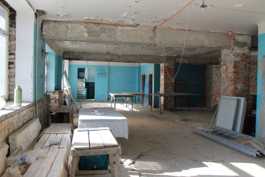 Реконструкцию спортивного комплекса г.Доброполья продолжат в марте (фото) - фото 1