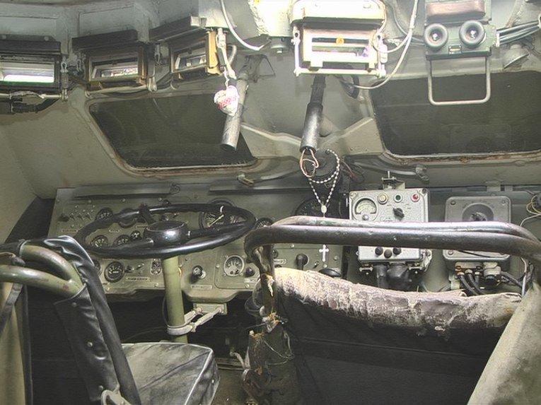 ФОТОФАКТ: В Запорожье привезли на ремонт поврежденный БТР из-под Дебальцева (фото) - фото 1