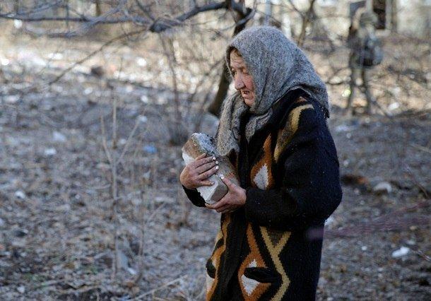 Город добрых сердец: макеевчане собирают гуманитарную помощь для жителей Дебальцево (фото) - фото 2