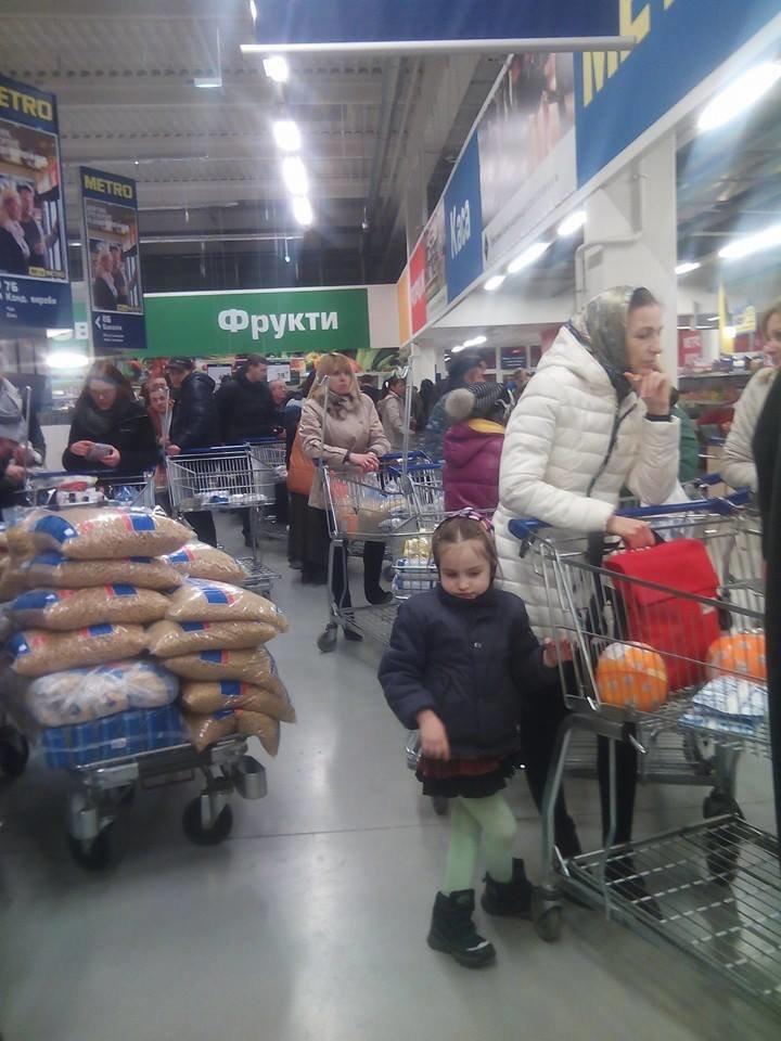 Львів'яни масово скуповують макарони, крупи та цукор: ціни ростуть з геометричною прогресією! (ФОТО), фото-1